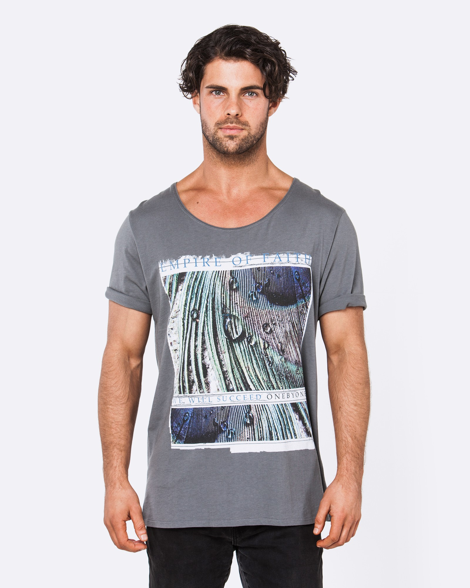 PEACOCK DARK GREY TEE