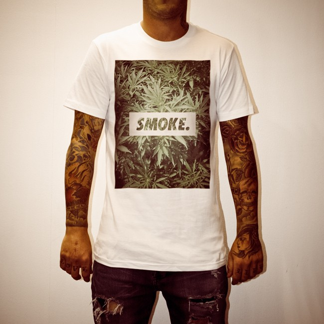 SMOKE. MENS WHITE TEE