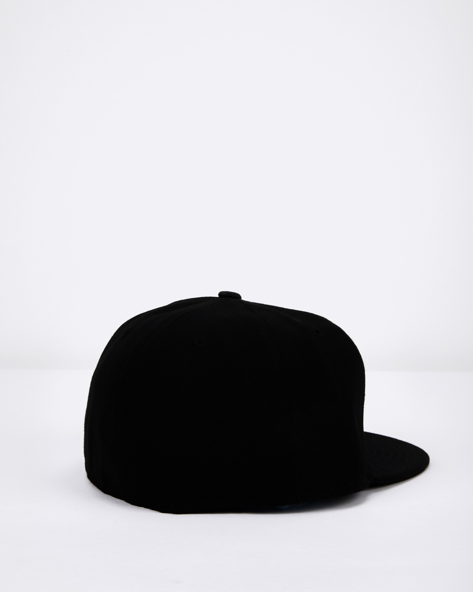 FITTED FLAT BLACK
