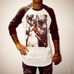SCOTTIE AIR RAID RAGLAN